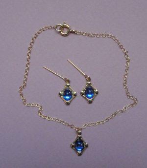 Ensemble collier et boucles d'oreilles bleu pour poupée ancienne contemporaine